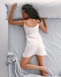 Debe evitarse dormir boca abajo.