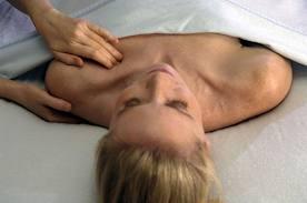 Practica siempre el masaje en todo el cuerpo.