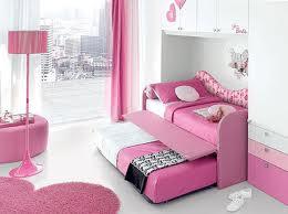 Dormitorio de ni as habitaci n llena de color e for Cama con mueble debajo