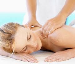 Los masajes tanto a mano como con aparatos vibradores son buenos.