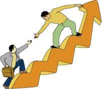 El líder no sube a la gente, ayuda a subir.