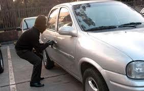Compra un auto que tenga los nuevos dispositivos de seguridad.